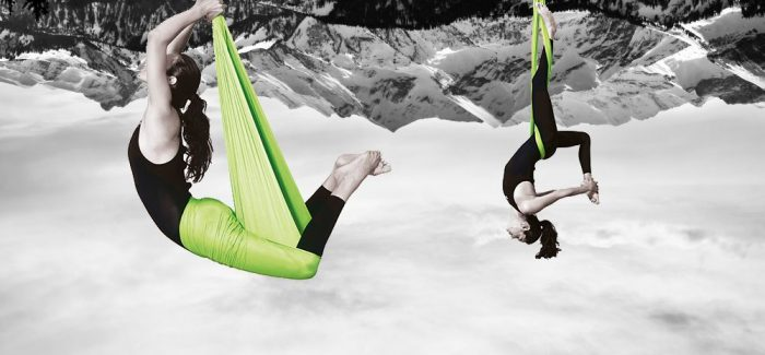 Aerial Yoga Tuch Position Taube und Aerial Wickelfigur